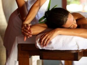 The art of Taurumi massage © Sofitel Moorea Ia Ora Beach Resort